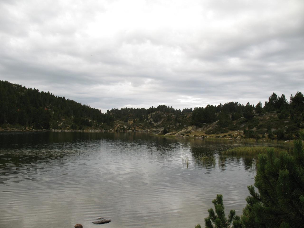 Vorejant un dels llacs.
